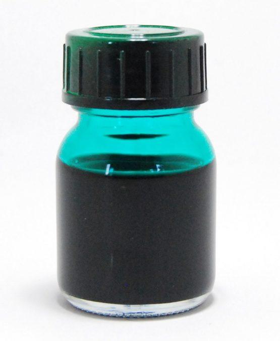 Grüne Tinte in einem kleinen Gläschen mit Drehverschluss