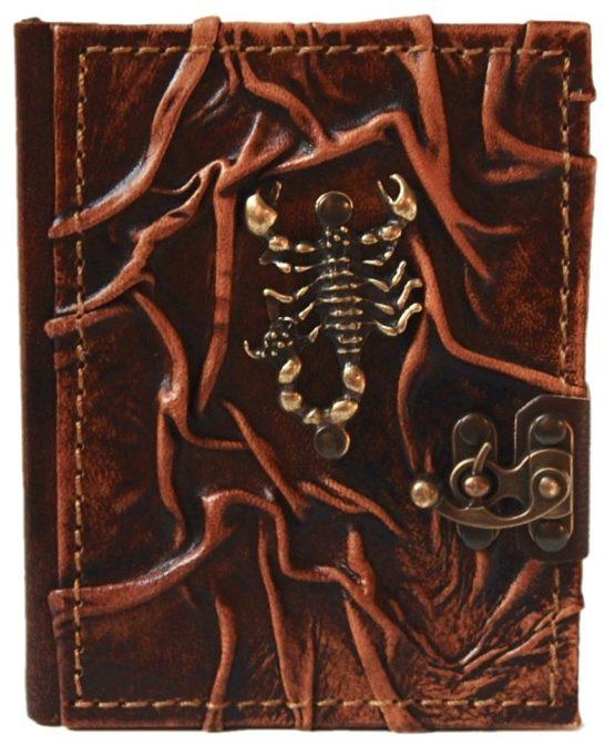 Braunes Lederbuch mit Skorpion aus Metall