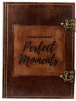 """Gästebuch zur Hochzeit mit der Beschriftung """"Unsere Hochzeit - Perfect Moments"""""""
