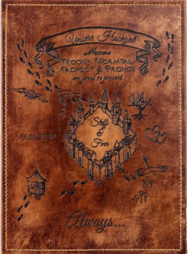 Personalisiertes Hochzeitsbuch mit dem Motiv der Karte des Rumtreibers